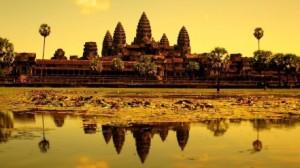 Kambodża, Angkor Wat. http://hqscreen.com/ruins-cambodia-asia-angkor-wat-temple-reflections-wallpaper-26276/