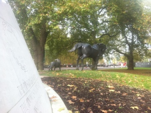 Pomnik poświęcony zwierzętom biorącym udział w I Wojnie Światowej, Londyn, Hyde Park - Oxford Street, Anglia.
